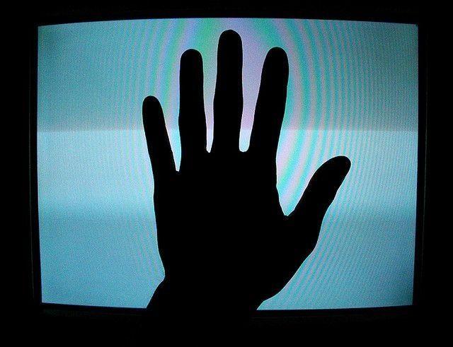 день картинка рука из телевизора остановитесь таком