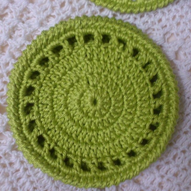 This beautiful bright Lime Green Coasters comes in a set of 4, and is available for sale at #NiftyNadi on #etsy Crocheted from 100% cotton, it will brighten up any home #homedecor #crochet #handmade