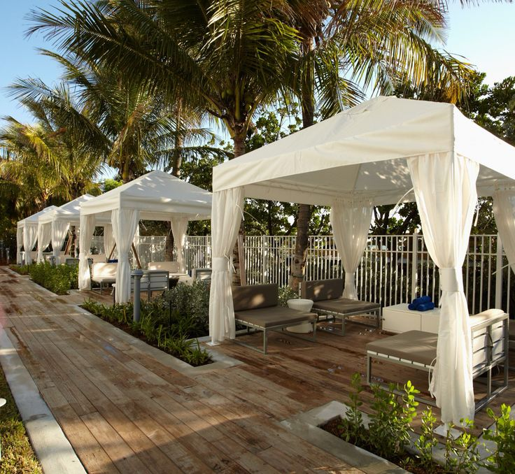Enjoyed last night at #HotelCadillac #CollinsAvenue #MiddleBeach #MiamiBeach #Florida #Tourism #Hospitality #Hotel #Dining #RoomService #LEED #TikiBar #PoolSide #OceanFront amazing service- great property awesome location Niedria Kenny