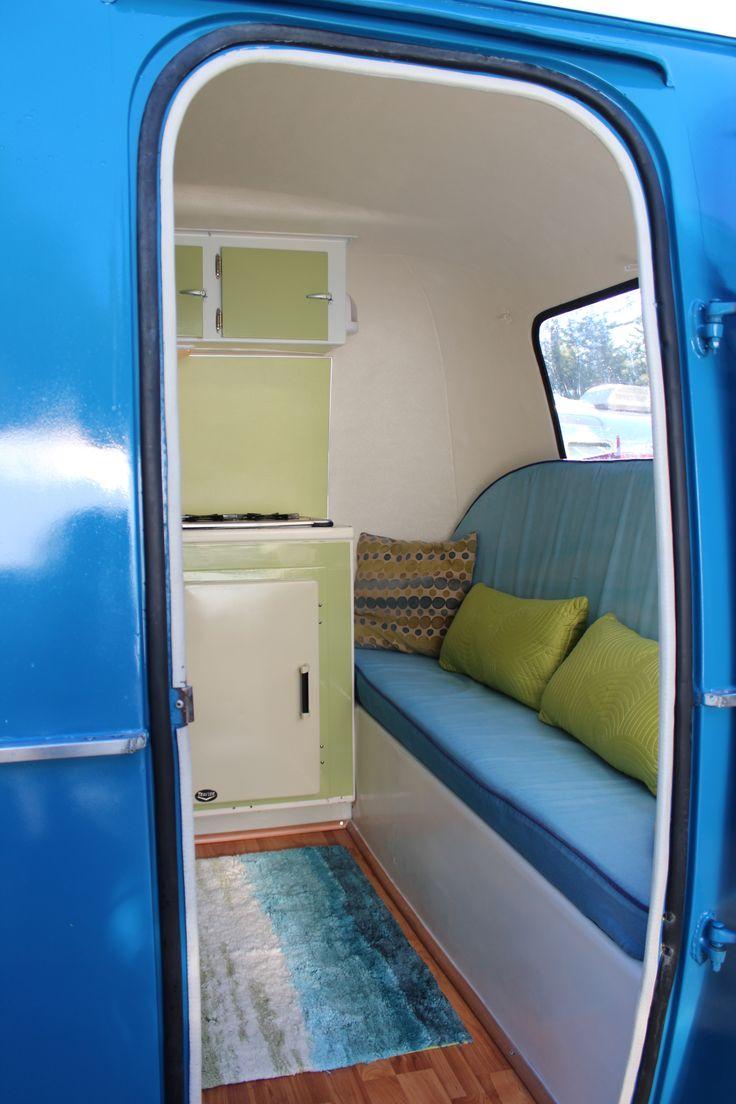 Ipv slaap bank een gewone bank en dan de slaap gedeeltes ergens anders in de caravan (bv stapelen)