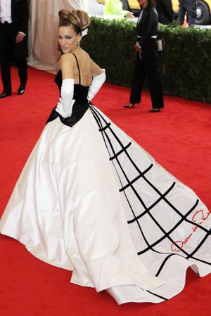 【2014年裏エピソードその1】サラ・ジェシカ・パーカー、ドレスは大御所デザイナーのサイン入り。