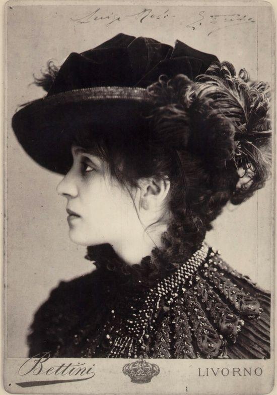 Eleonora Duse 1858-1924 Italian actress. Eleonora Duse in Odette, 1885 circa (Foto Bettini) Roma, Bilbioteca e Museo Teatrale del Burcardo [x]: