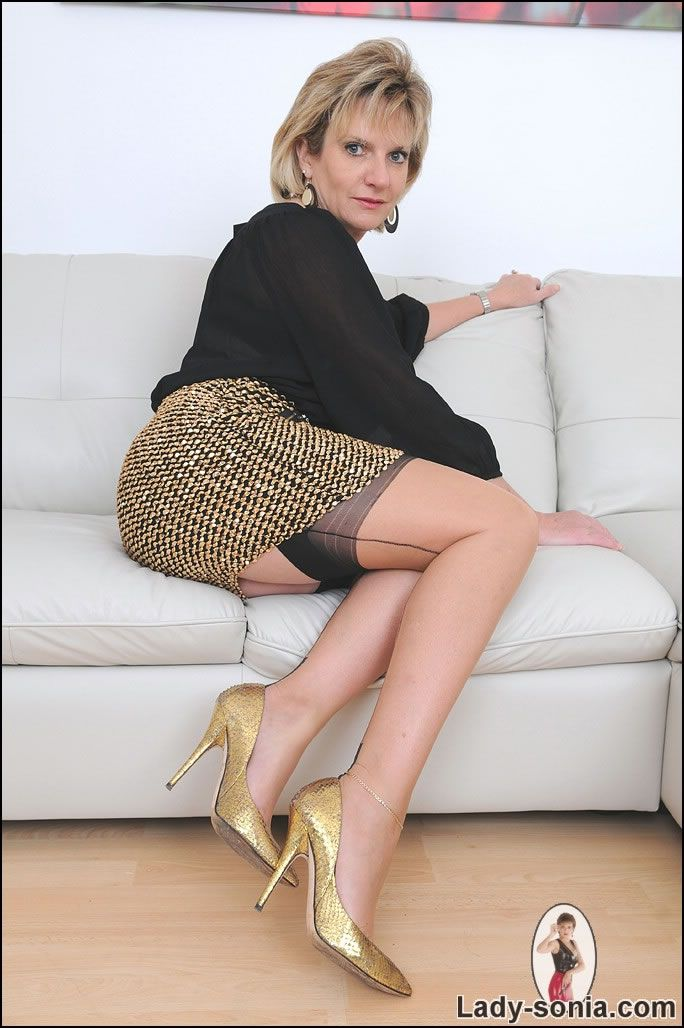 Free pantyhose high heel threeway movies