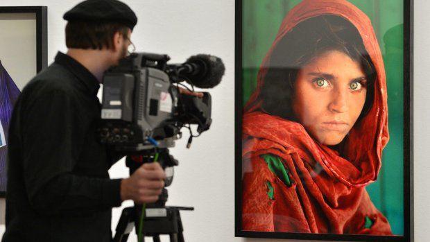 Pakistan stuurt iconisch 'Afghaans meisje' naar de cel