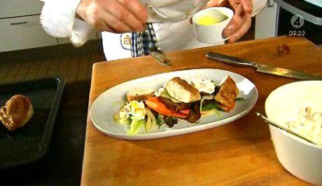 Stekt majskyckling med ljummen sallad | Recept.nu