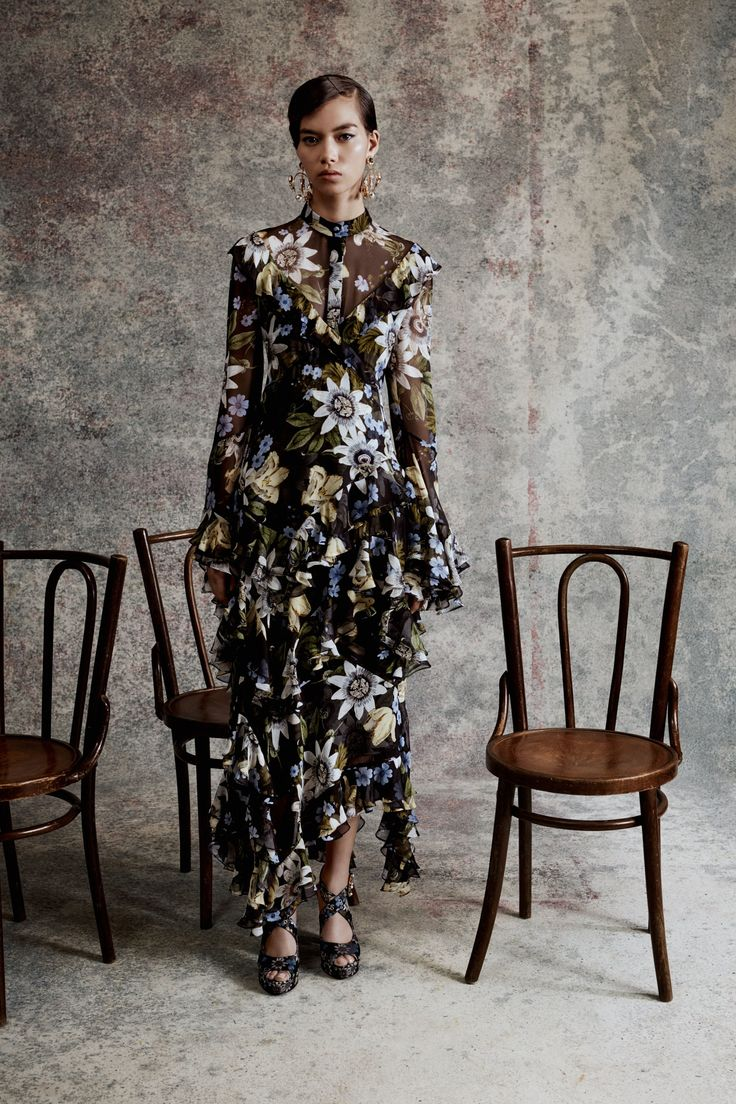 See the complete Erdem Resort 2018 collection.