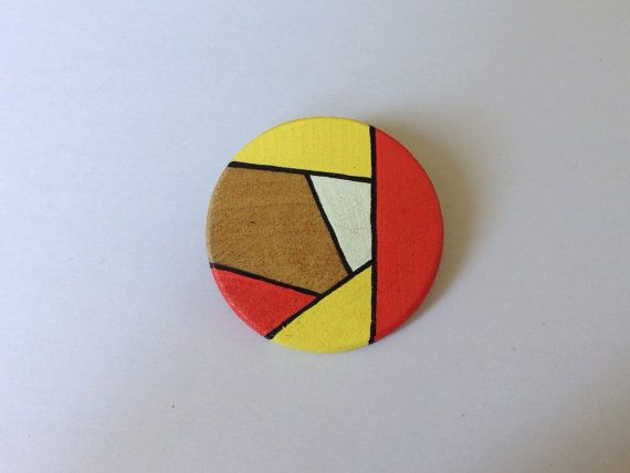 Hand painted wooden brooch от stakshop на Etsy, €11.50