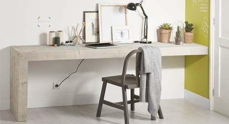 Steigerhout bureau met montage aan de muur.