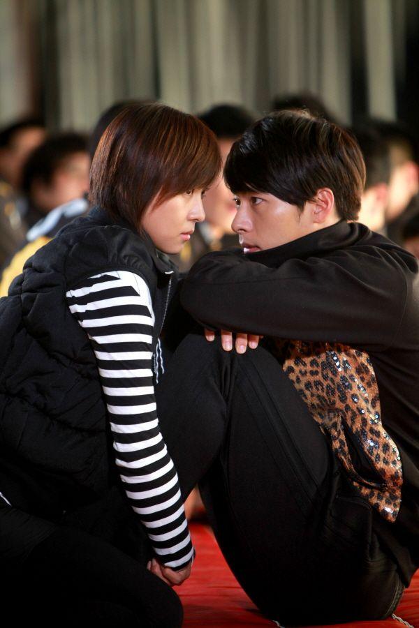 Hahaha, the track suit! Kim Joo Won's tacky tracksuit infused seduction moves! Secret Garden ♥ Hyun Bin as Kim Joo Won and ♥ Ha Ji Won as Gil Ra Im