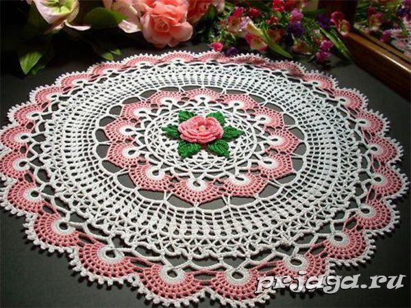 Большая салфетка крючком с розой
