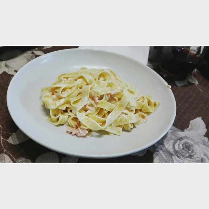 Fettuccine con salmone e panna  per chi è interessato alla ricetta contattate.