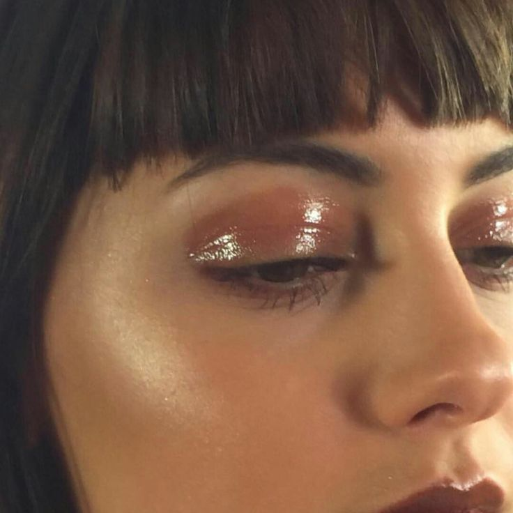 glossy eyes <3 - think natalie imbruglia in the 'torn' video