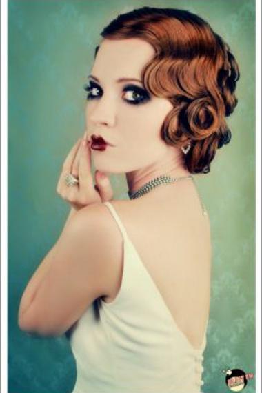 Finger-waves, stark make-up...  Hello modern take on the '20s!