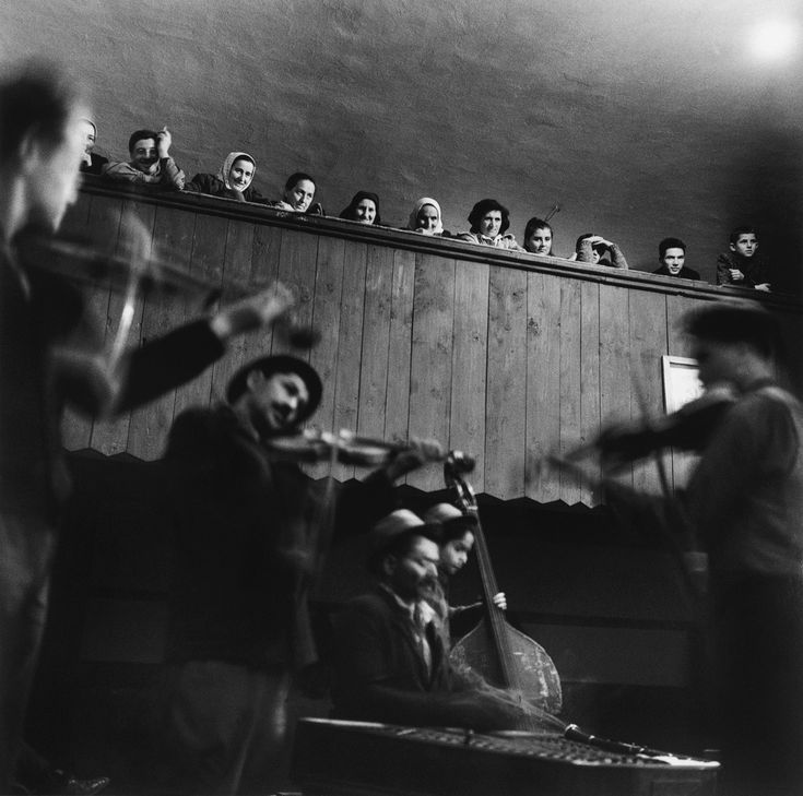 Listening to musicians, 1960s by Péter Korniss