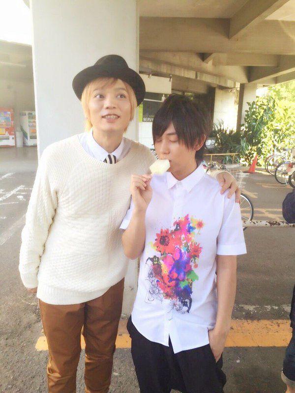@DaiKing_boy  10月28日 浅沼さんからメッセージでございます! 「リッツー!起きろー!発売だぞー!」 「 zzz...」 「あんさんぶるスターズ!ユニットソングCD Vol.2 Knights」 が本日発売!