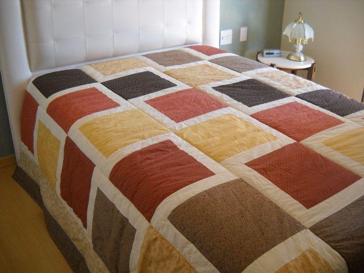 Decorativa, utilitária e prática, 6 tons terrosos. <br>Pode ser feita em outras variações de cores. <br>Manta casal + 2 porta travesseiros. <br>Tecido 100% algodão, manta acrílica, forro algodão.