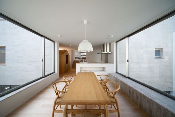 Straight line from dining room to living room, kitchen and access positioned along. Nature either side