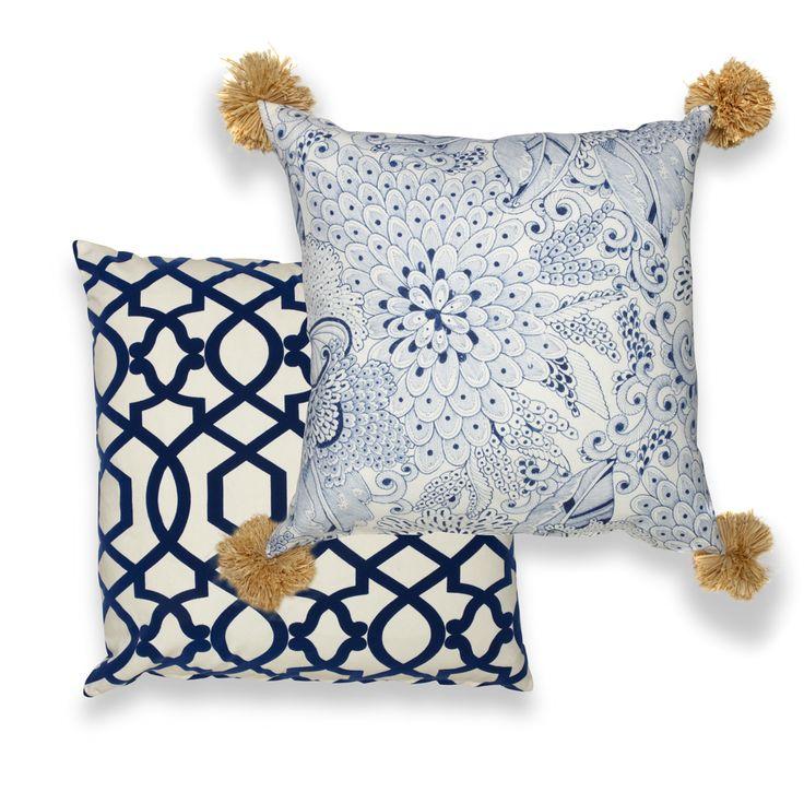 Blue and white Chinoise pillow w. handmade raffia pom-pom!