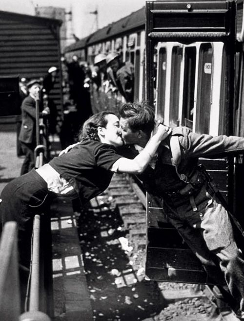 A soldier of the British Expeditionary Force returns home, 1940.