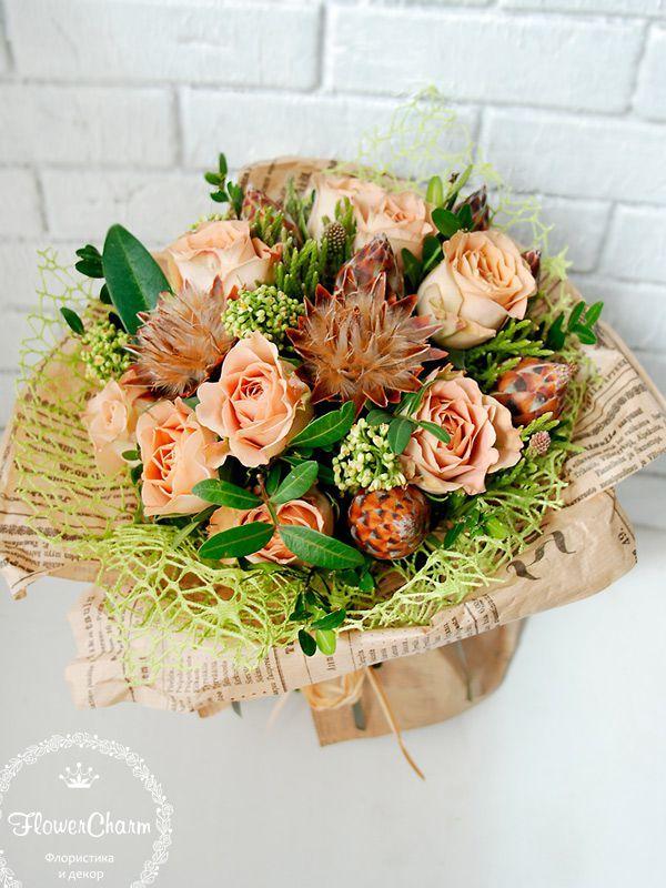 Подарочный букет, букет в подарок, букет из живых цветов. Букет кофейного цвета. Монохромный букет цветов.