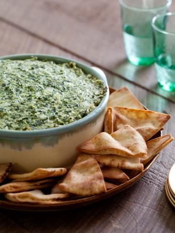 This is a healthier version of Spinach-Artichoke Dip, but it boasts a classic flavor, thanks to the garlic and a small dollop of mayonnaise.  #RecipeOfTheDay