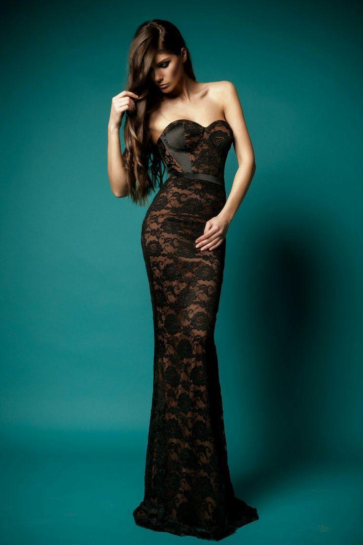 robe longue noire bustier et dentelle