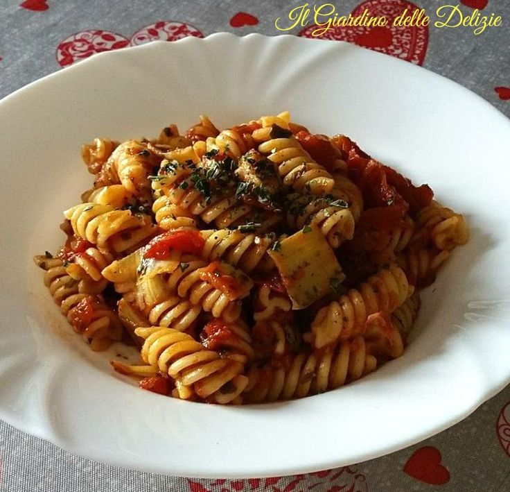 Fusilli+pomodoro+carciofi+e+basilico
