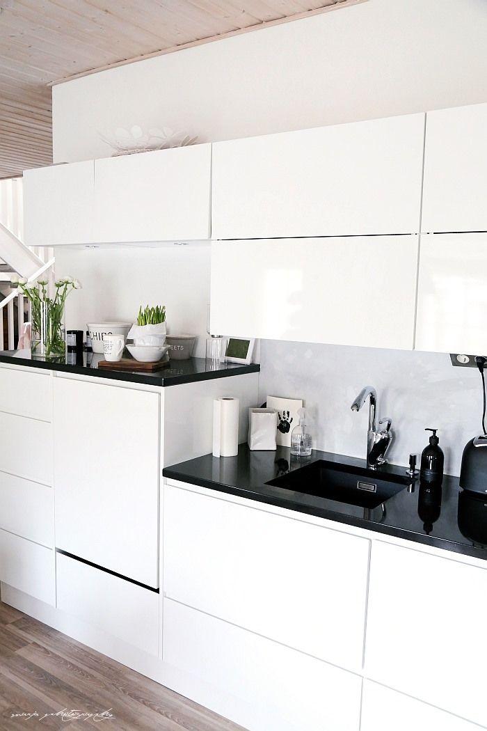 our kitchen divaaniblogit.fi/vaaleanpunainenhirsitalo