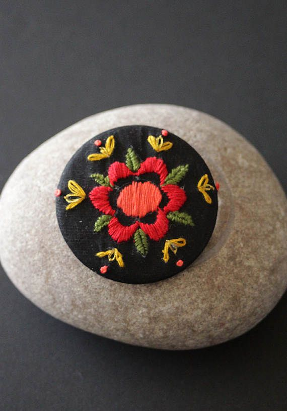 """""""Frida"""" embroidered brooch by MinaSmoke  #embroidered #broderie #embroidredjewelry"""