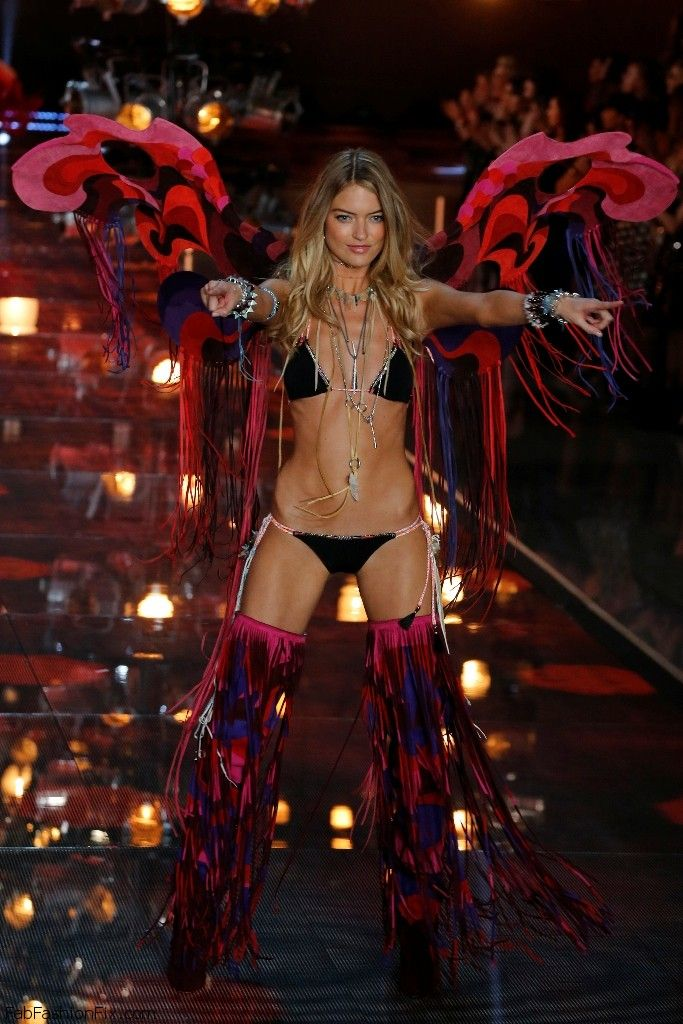 Martha Hunt at 2015 Victoria's Secret Fashion Show. #victoriassecret