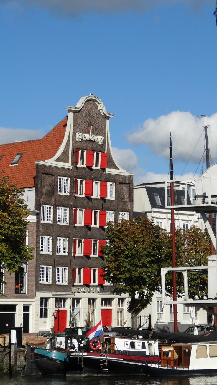 Monumentaal pakhuis aan de Kuipershaven in Dordrecht