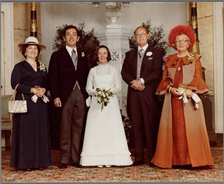 koningspaar: Wedding of Princess Christina of the Netherlands, youngest daughter of Queen Juliana and Prince Bernhard, and Jorge Guillermo, June 28, 1975-l-r Edenia Guillermo (Jorge's mother), Jorge Guillermo, Princess Christina, Prince Bernhard, Queen Juliana
