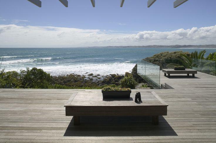 Simple deck on a Kiwi beach house//Cross Clarke Carnachan Architects