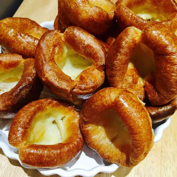 Learn to easily prepare these homemade Yorkshire puddings (puds), a delightful and savory side dish to your liking. Get this recipe...