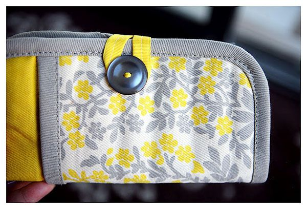 Cute! emergency clutch made from a pot holder.