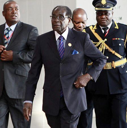 アフリカ連合(AU)の新議長に選ばれたジンバブエのムガベ大統領=1月31日、アディスアベバ(EPA=時事) ▼2Feb2015時事通信|外国依存財政から脱却模索=新議長に「強権」ムガベ氏-アフリカ連合 http://www.jiji.com/jc/zc?k=201502/2015020200028 #Robert_Mugabe #روبرت_موغابي #穆加贝 #穆加比 #穆加貝 #Мугабе ◆Robert Mugabe - Wikipedia http://en.wikipedia.org/wiki/Robert_Mugabe