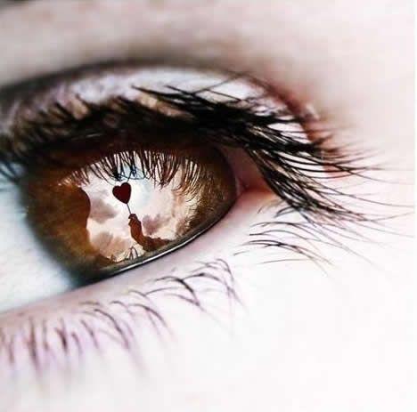 Reflexo de balão de coração em Olhos castanhos
