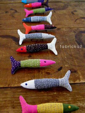 DIY Zakka Fish Craft Tutorial ~ String these up for a child's room, or even a small bathroom! Great color and fabric choices.