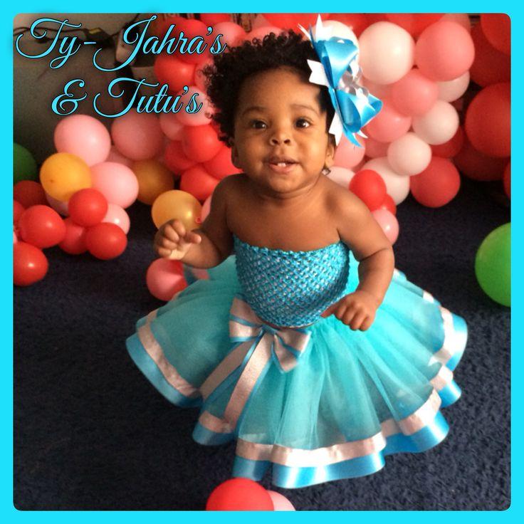 Prinses Elsa move over!  Sunshine Tutu in blauw met blauwe dubbelzijdig satijnlint en glitterzilver satijnlint 😍  Have Fun & Enjoy! @tyjahrastutus 🎀💖✨