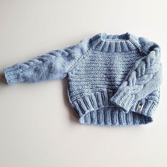 WEBSTA @ anna_bubnova.knit - Стильный свитерочек для модной крошки.Эта модель отлично будет смотреться в #familylook мамы и доченьки.Свитерок связан из пряжи с альпакой, шерстью мериноса и немного акрила (чтобы без опаски стирать в машинке).Цена зависит от размера. Цвет на выбор.#анявяжет #свитер #свитерскосами #модныйсвитер #джемпер #вязаниедлядетей #вязаниеназаказ #вязаниеукраина #вязаниеназаказукраина #вязанняльвів #вязаннятернопіль #вязаниельвов #knitforbaby #sweater