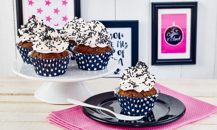 Cupcakes mit Dekor-Streuseln mit Lakritz-Geschmack Rezept | Dr. Oetker