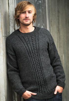 Den koksgrå, bløde sweater med diskret snoningsmønster midt for vil vist falde i de fleste mænds smag