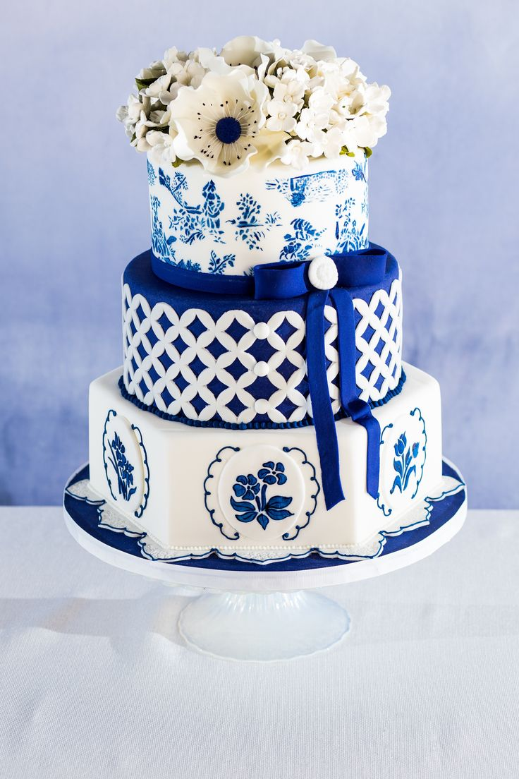 #blue wedding cake | Photography: Tuan Bui - tuanb.com  Read More: http://www.stylemepretty.com/midwest-weddings/2014/05/01/blue-white-spring-table-inspiration-ombre-napkin-diy/