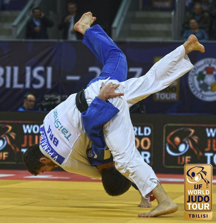Gold for Brazil and Penalber after an incredible finish to the -81kg final. Russia's Khubetsov throws Penalber with sode tsuri komi goshi. It is initially given ippon, but after consulting the video referee it is clear that Khubetsov took a grip below the belt of Penalber, this is illegal in Judo, resulting in a third penalty for the Russian, and victory for the Brazilian!  #JudoTbilisi2017 © IJF Media Team - Jack Willingham