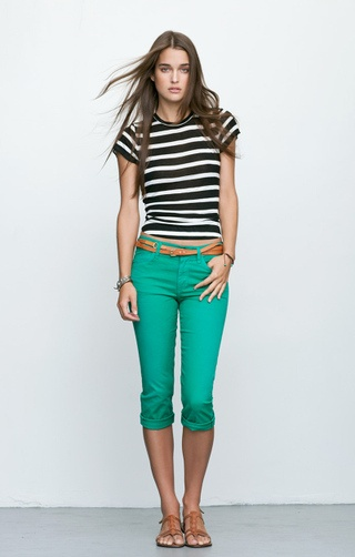 love this outfit! Cropped green pants, brown belt, black/white striped T-shirt!