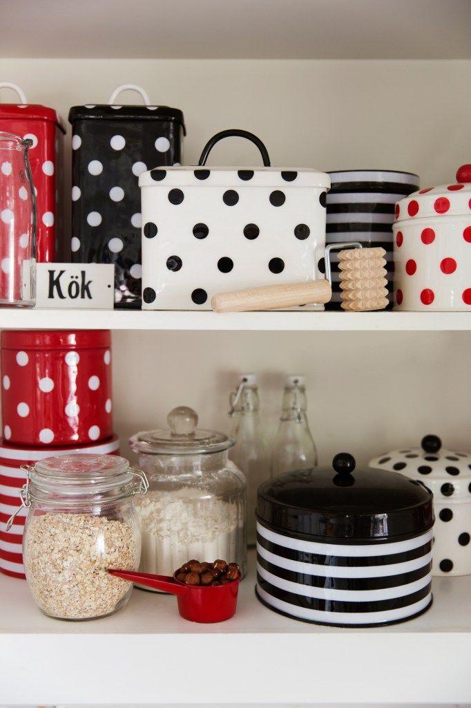 Strömshaga, stromshaga, plåtburk, plåtburkar, sweden, swedish home, scandinavian, red, black, dots, stripes, kitchen jars, retro kitchen