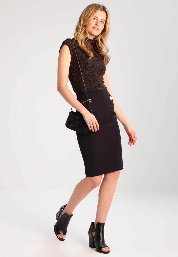 ¡Consigue este tipo de falda de tubo de Marciano Guess ahora! Haz clic para ver los detalles. Envíos gratis a toda España. MARCIANO GUESS LONGUETTE Falda de tubo jet black: MARCIANO GUESS LONGUETTE Falda de tubo jet black Ropa   | Material exterior: 85% poliéster, 15% elastano | Ropa ¡Haz tu pedido   y disfruta de gastos de enví-o gratuitos! (falda de tubo, tubos, corte de tubo, ajustada, ponti, pencil, stretch, ajustadas, tube, tight, waisted, bodycon, slim fit, schlauchrock, falda de ...