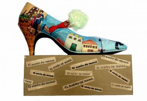 """Zapatos artísticos """"Arte a cada paso"""" es una muestra itinerantes, surgida en Tucumán  en la que se exhiben 100 zapatos intervenidos por artistas."""