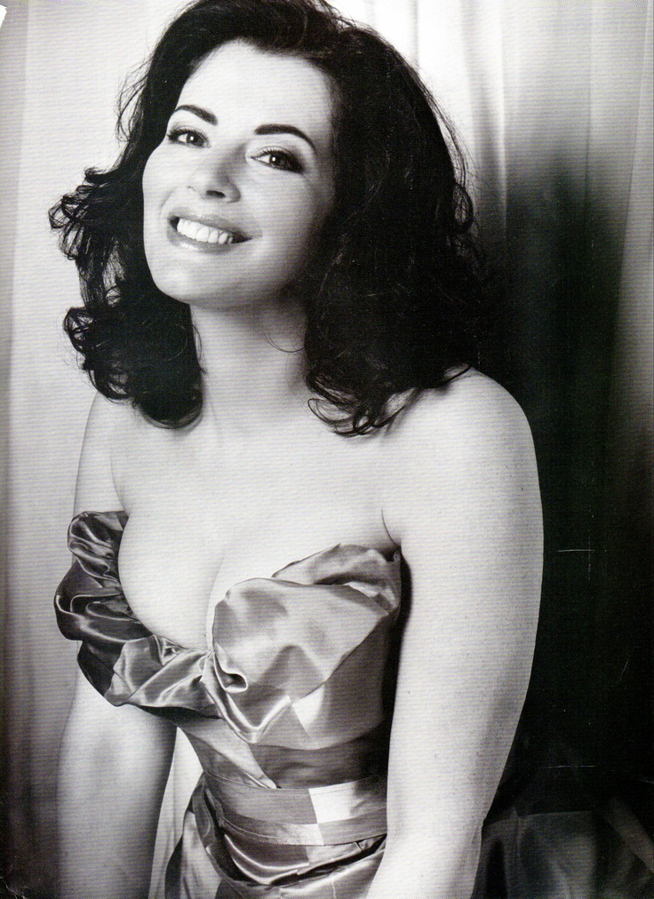 NIGELLA LAWSON - she's the whole package!