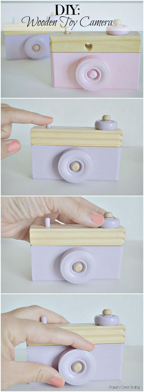 Eine Kamera aus Holz als Spielzeug